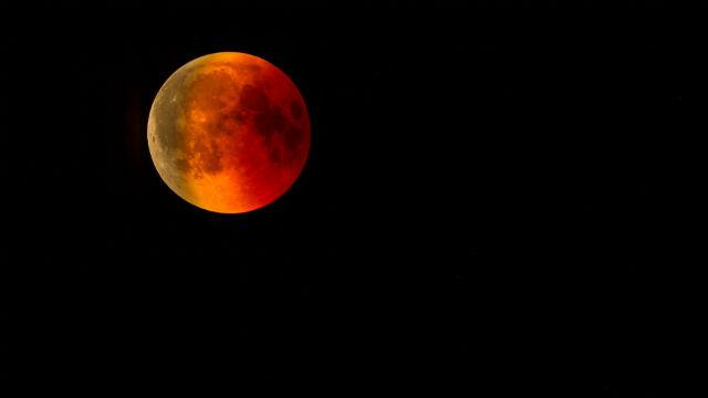 चार रक्त चंद्रमा