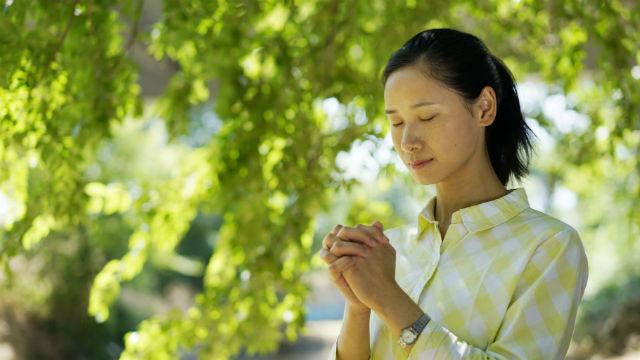 3 वैसी प्रार्थना कैसे करें जो परमेश्वर सुनें: हम ऐसी प्रार्थना कैसे करें ताकि हम परमेश्वर की प्रशंसा प्राप्त कर सकें?